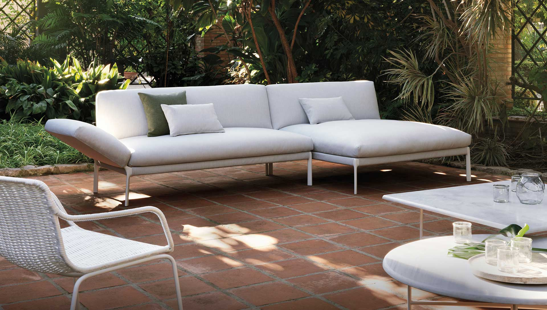 Charmant Outdoor Furniture